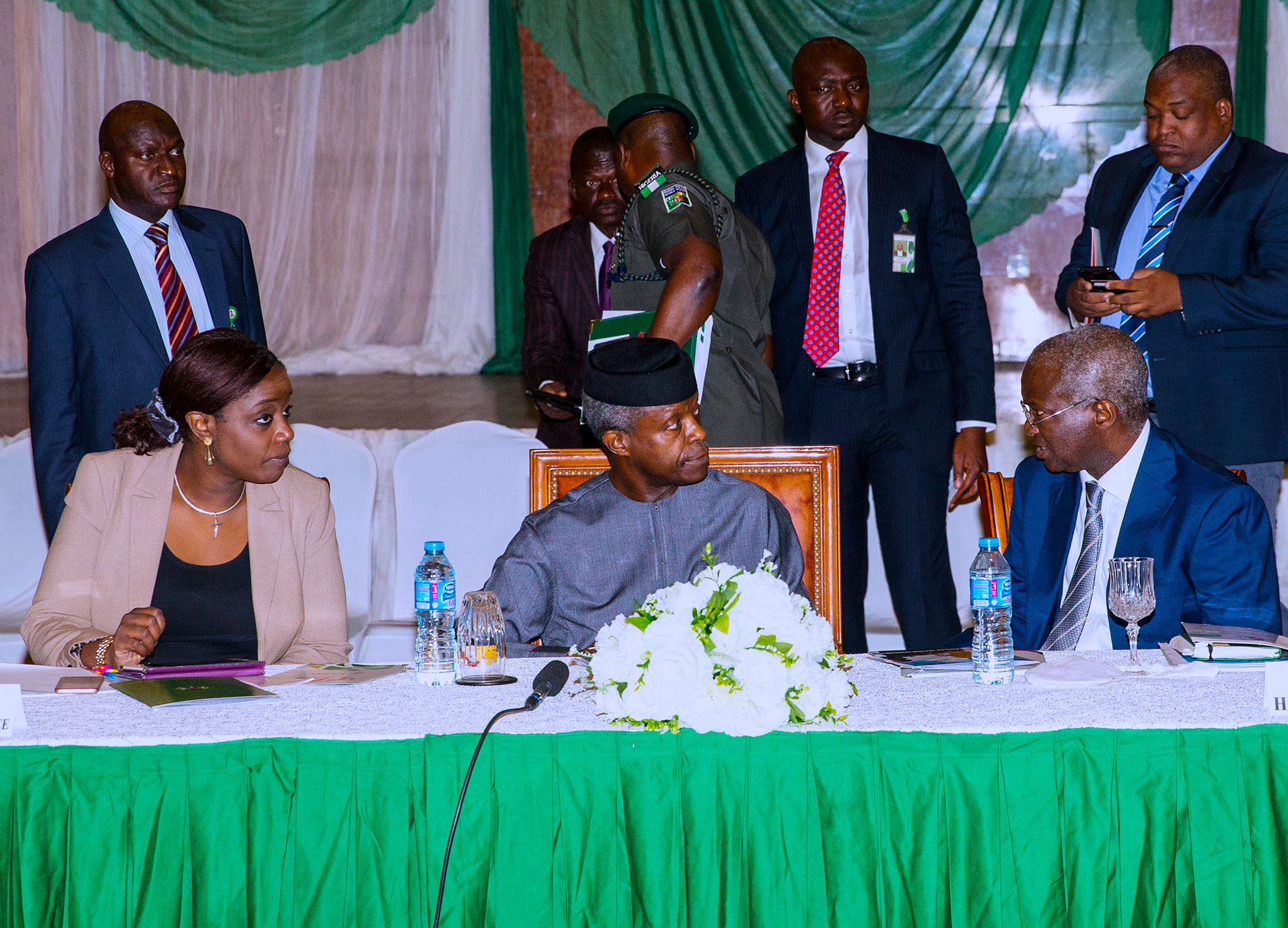 AG PRESIDENT OSINBAJO PRESIDES OVER QUARTERLY BIZ FORUM 4. Acting President Yemi Osinbajo SAN (M) flanked by Minister of Power, Works and Housing, Babatunde Fashola and Minister of Finance, Kemi Adesoun at the Presidential Quarterly Business Forum held at the Banquet hall of the Presidential Villa in Abuja. PHOTO; SUNDAY AGHAEZE. JULY 11 2017.