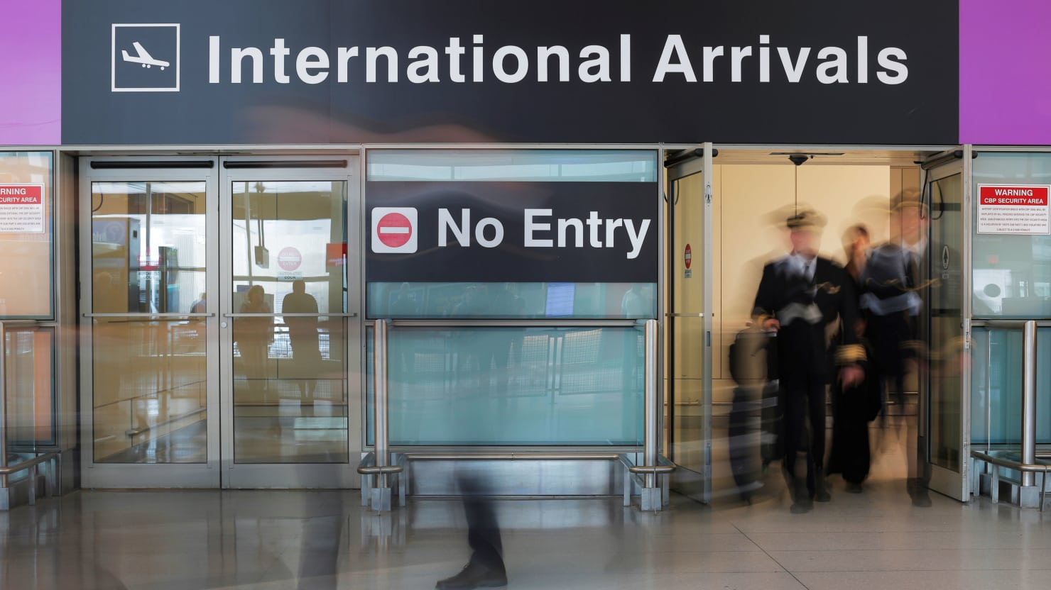 US Deports Leading Iranian Cancer Researcher With Valid Visa