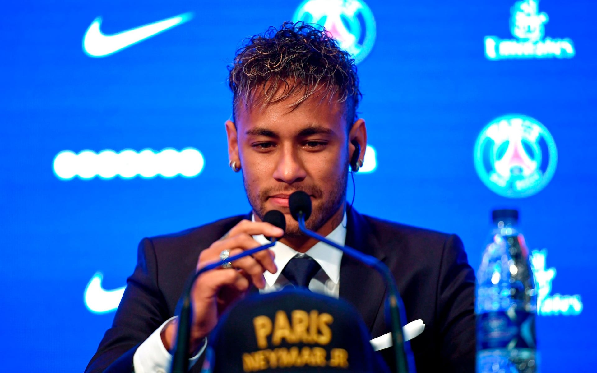 Paris Saint-Germain announce signing of Neymar from Barcelona
