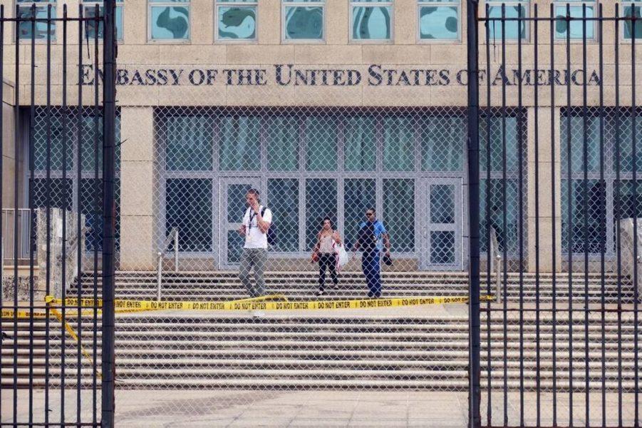 U.S. suspends all visas for Cubans
