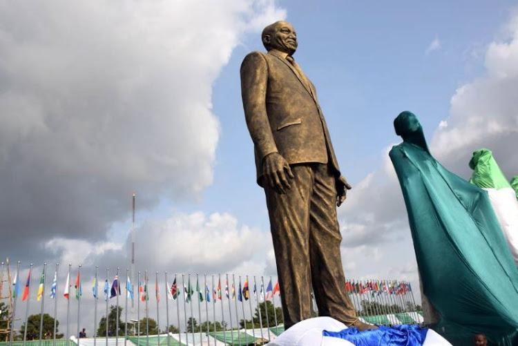 Okorocha and Jacob Zuma's statue  by  Reuben Abati