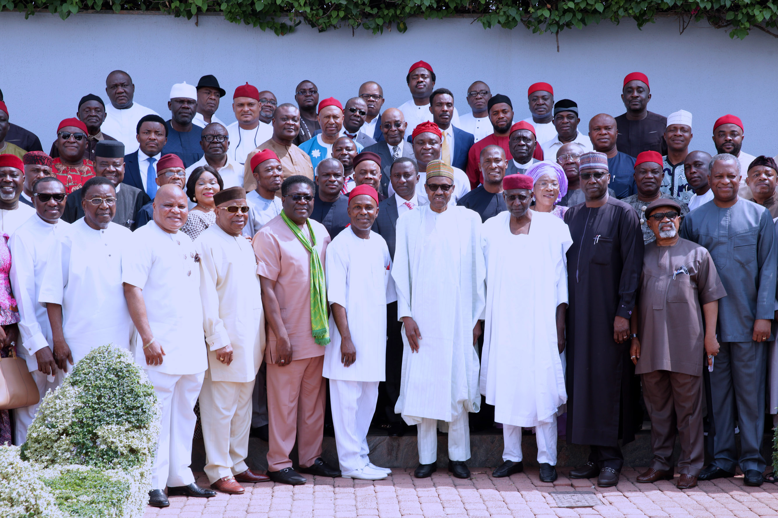 SOUTH EAST LEADERS 4; PHOTO OPPS: President Muhammadu flanked by Minister of Science and Technology, Dr Ogbonnaya Onu, Deputy Governor Imo State, Prince Eze Madumere, Senator Ifeanyi Ararume, Former Governor Old Anambra State, Senator Jim Nwobodo, Sen Andy Uba, Chief of Staff, Mallam Abba Kyari, SGFN Mr Boss Mustapha and others after meeting delegation of APC Leaders from the South East at the State House in Abuja. PHOTO; SUNDAY AGHAEZE. JAN 22 2018.