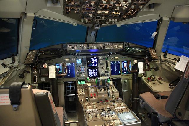 Airline pilot leaves cockpit, 'slaps' co-pilot following mid-air fight