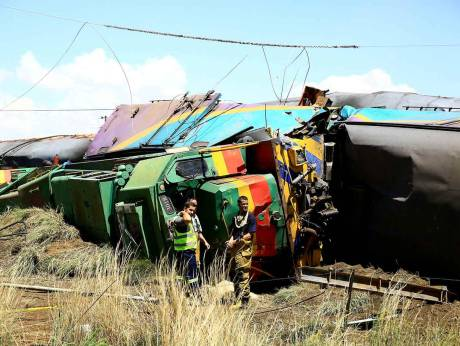 18 killed, 260 injured in South Africa train crash