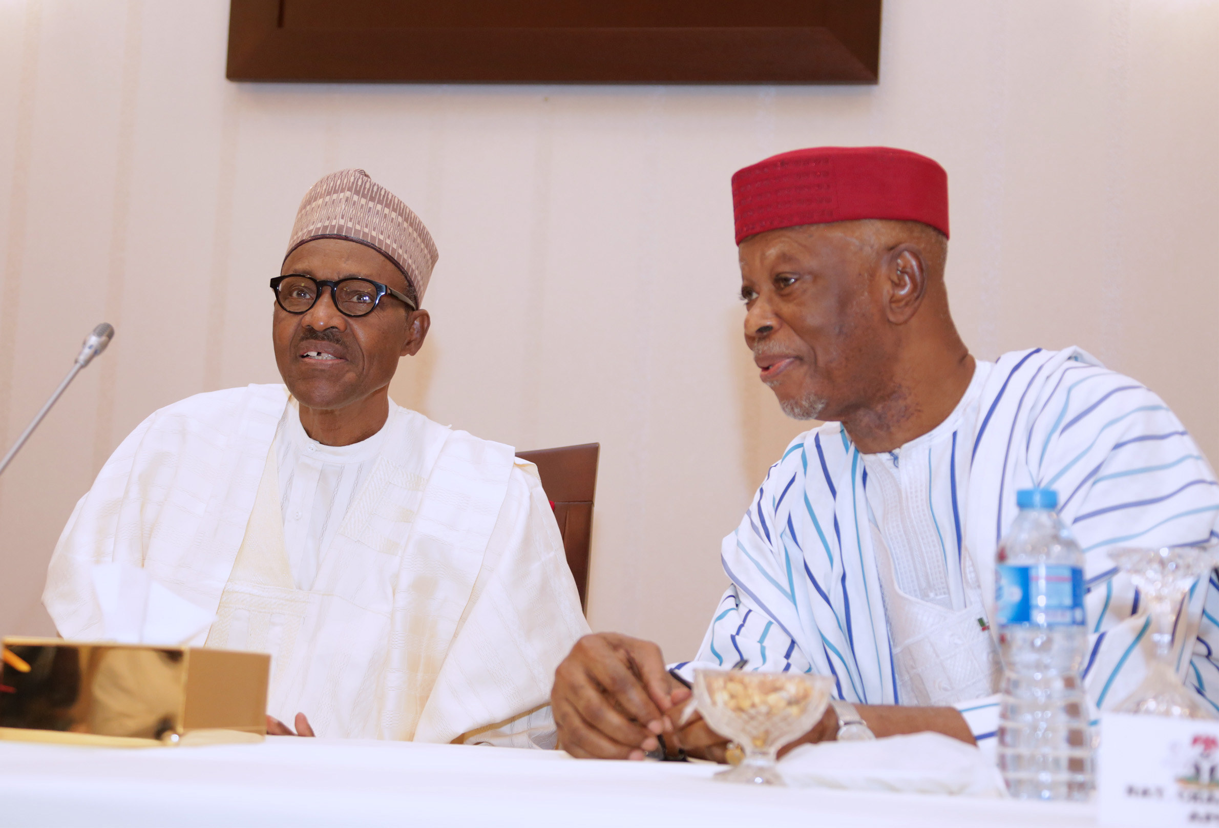 PRESIDENT BUHARI CHAIRS 4TH NAT APC CAUCUS MEETING 2A&B.. L-R; President Muhammadu Buhari and APC National Chairman, Chief John Odigie Oyegun during the Party' 4th National Caucus Meeting held Monday night at the Presidential Villa Abuja. PHOTO; SUNDAY AGHAEZE. FEB 26 2018