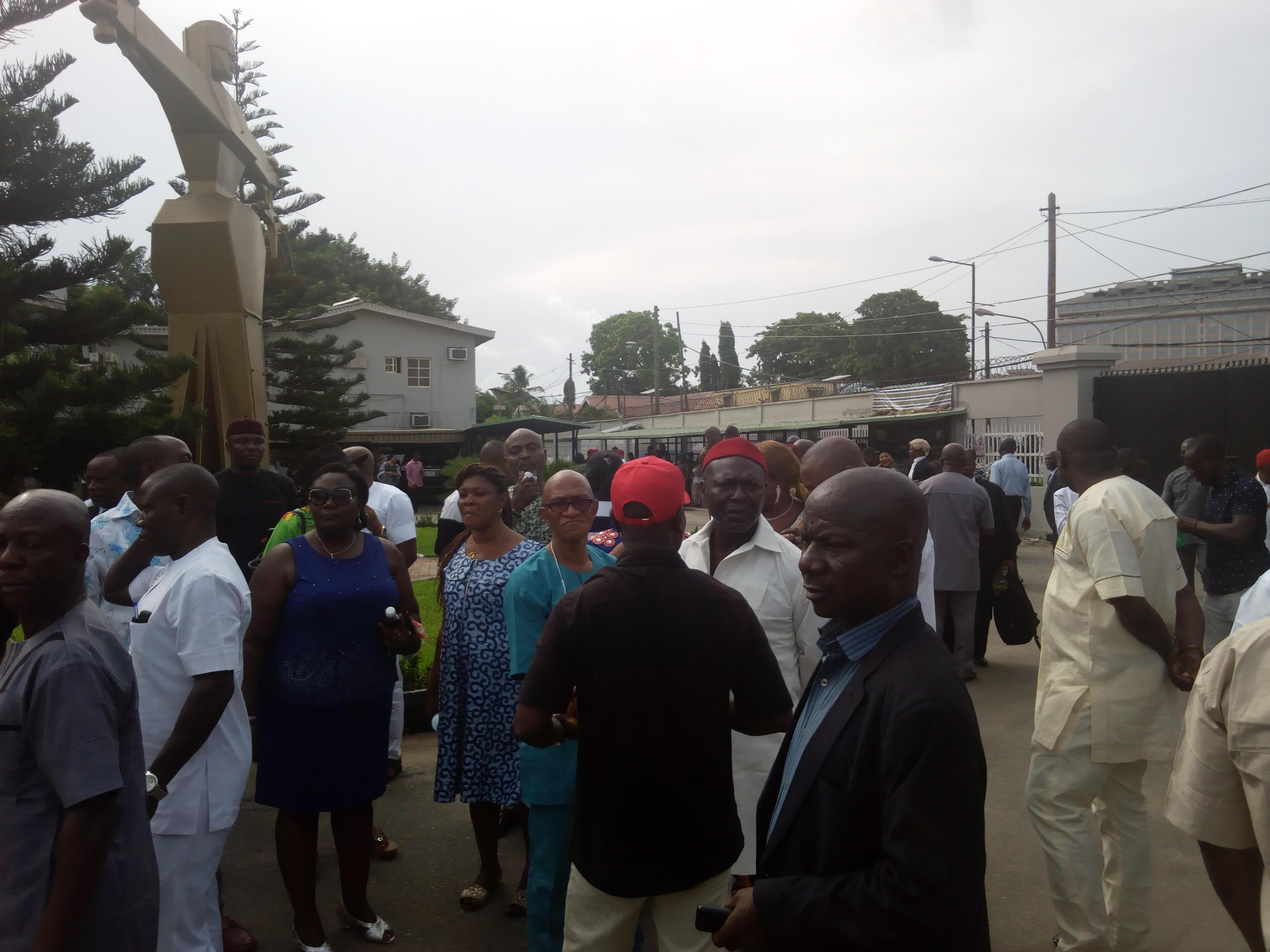 Senator Nwaoboshi's supporters storm court, chant solidarity songs