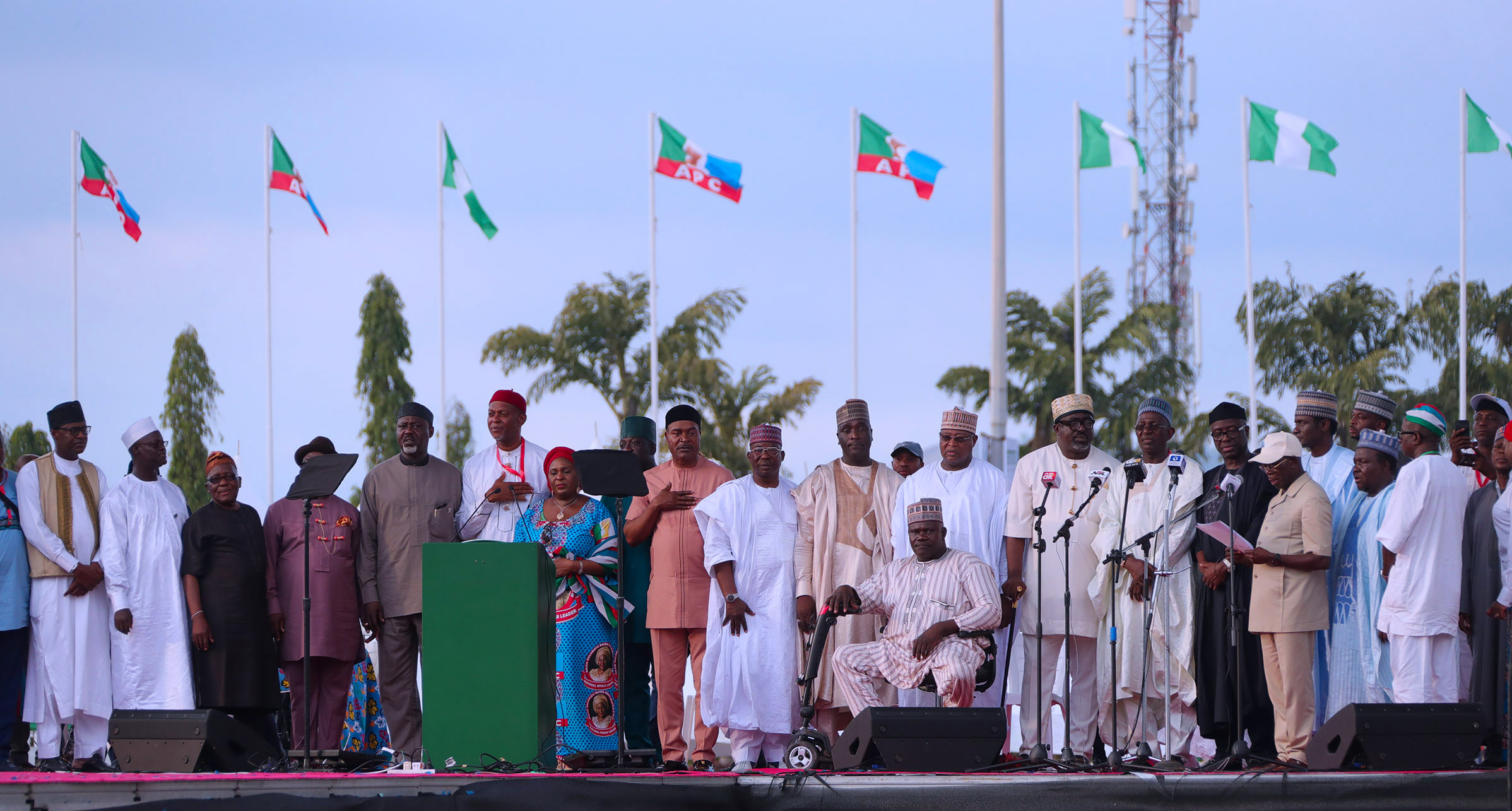 PRESIDENT BUHARI AS APC CONVENTION ENDS 0B. The New APC Chairman Comrade Adams Oshiomhole swears in other New National Working Committee Members as the 2018 APC National Convention comes to a close at the Eagle Square in Abuja. PHOTO; SUNDAY AGHAEZE. JUNE 23 2018.