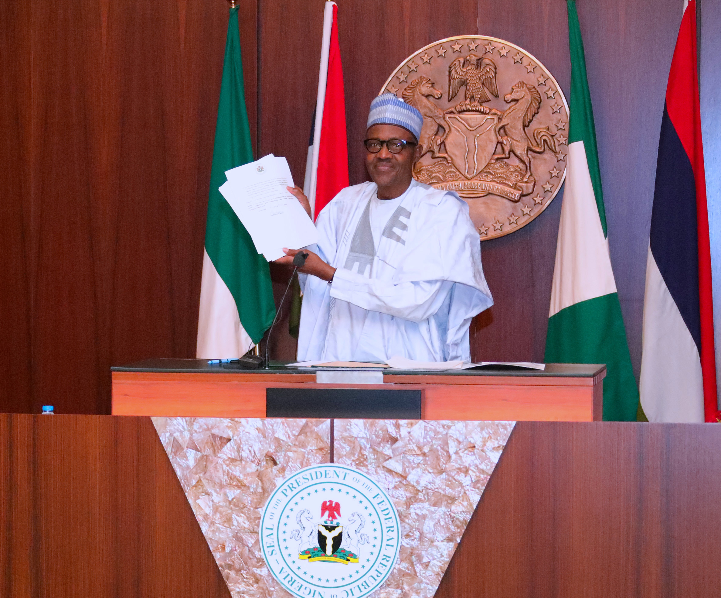 PRESIDENT BUHARI SIGNS EXECUTIVE ORDER 6 PIC 2B. President Muhammadu Buhari signs into Law Executive Order 6 on the Preservation of Suspicious Assets Connected with Corruption held at the Council Chambers State House, Abuja. PHOTO; SUNDAY AGHAEZE. JULY 5 2018.