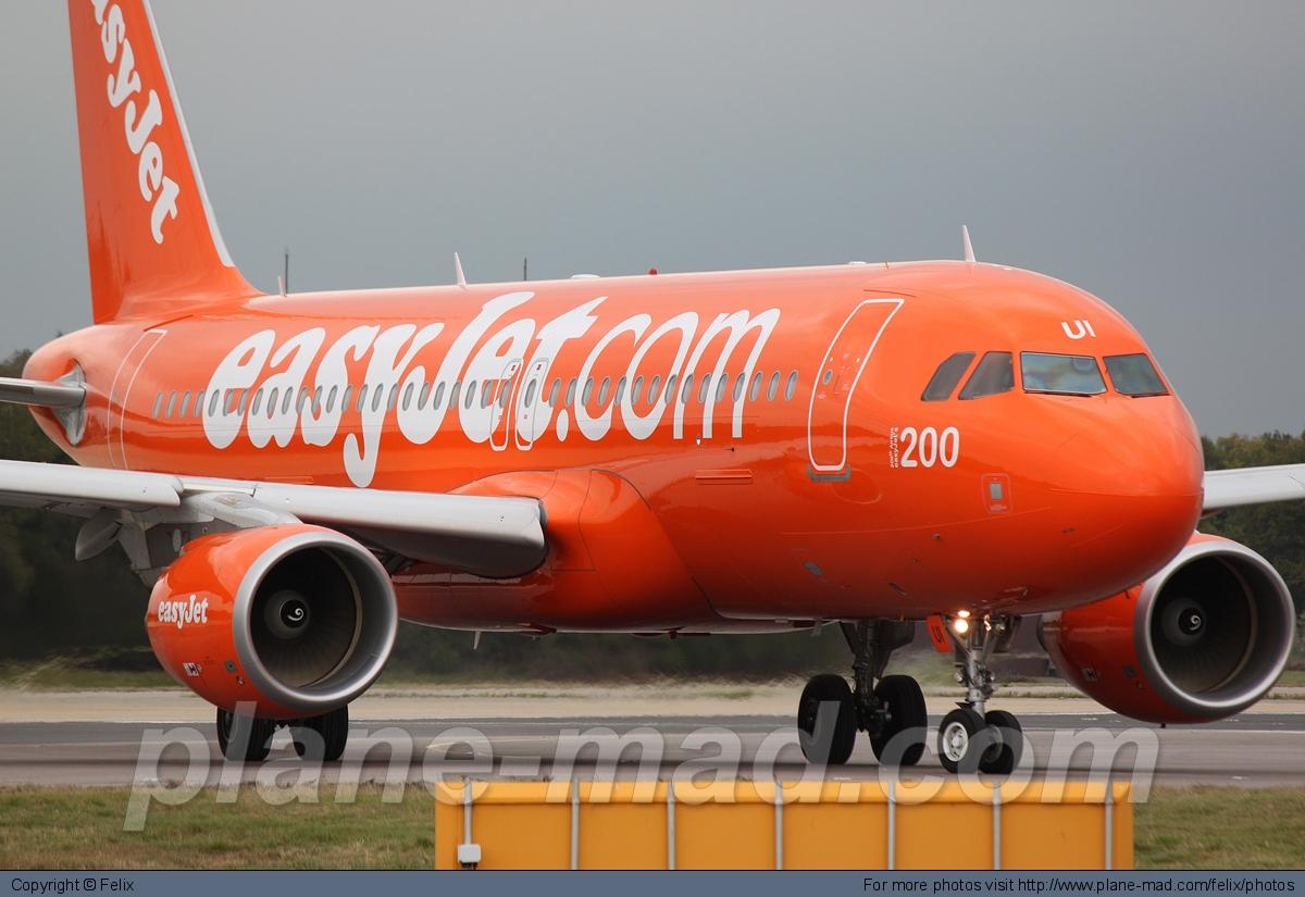 VIDEO: Passenger headbutts flight attendant at Charles de Gaulle airport in France