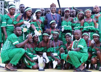 The Minister of Information and Culture, Alhaji Lai Mohammed (middle), in a group picture with the Ebelebele Dance Troupe from Bayelsa, which won the cultural dance performance at the Host Communities Day 2019 organized by the Nigerian Agip Oil Company and its Joint Venture Partners in Port Harcourt, Rivers State, on Thursday.
