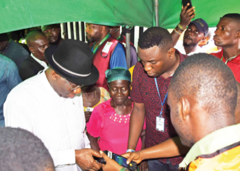 Jonathan casting his vote in the November 16, Bayelsa state governorship election